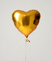 Single gold big heart metallic balloon for birthday