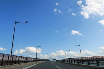青森県 八戸市 青空と道路
