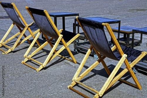 стулья и столы на улице на сером асфальте Stock Photo And Royalty