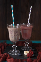 Picture of two glasses with smoothies