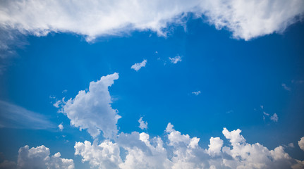 Blue-sky and clouds in natural light