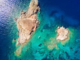 Wall Mural - Luftaufnahme der Insel Pothitos im Saronischen Golf bei Athen, Griechenland