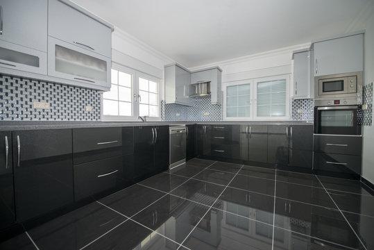 granit zeminli mutfak