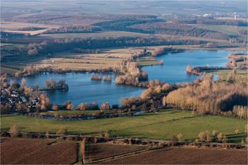 Vue aérienne de lacs près de Gisors dans l'Oise en france