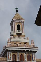 Wandschmuck am Turm auf einem Art Deco Gebäude in Havanna auf Kuba