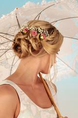 Frisur mit Blumen im Haar