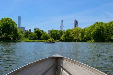 Eine Bootsfahrt auf dem Central Park See in New York City