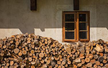 Keuken foto achterwand Brandhout textuur Pile of firewood under the window