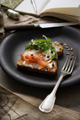 Smoked salmon and cream cheese on brown bread.