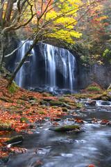 秋の達沢不動滝(猪苗代町)