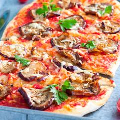 Papiers peints Pizzeria Vegetarian pizza with aubergines, square