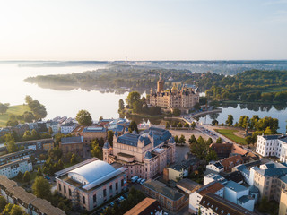 Das Schweriner Schloss am Morgen