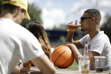 Young man with sunglasses drinking beer