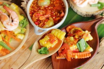 Spicy corn salad with shrimp is delicious