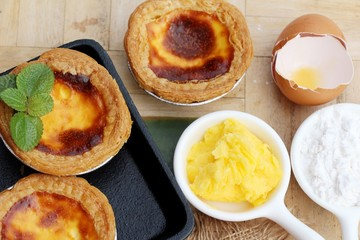 Egg tart is delicious and egg in box