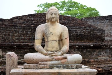 Buddafigur InAnuradhapura Die Alteste Konigsstadt Und UNESCO Weltkulturerbe