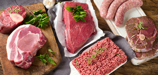 Autocollant pour porte Viande Different types of fresh raw meat