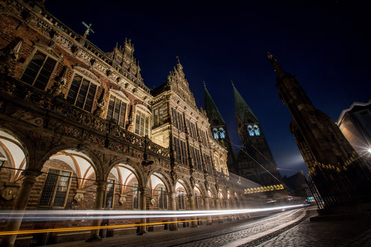Rathaus und Dom in Bremen bei Nacht