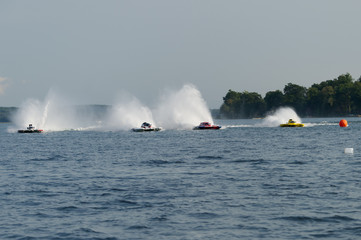 Fastest hydroplanes with rooster tail