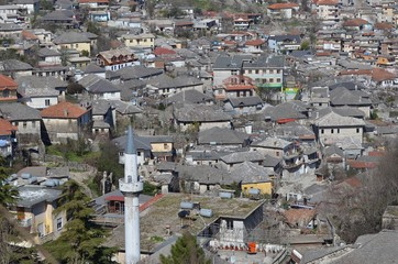 Ville de Gjirokastër ou Gjirokastra au sud de Tirana