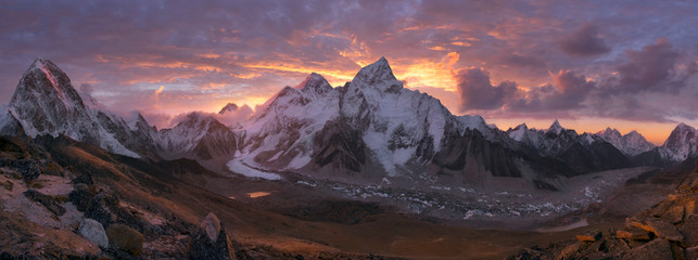 Mount Everest Range at sunrise Wall mural