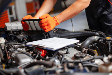Specialist auto mechanic in the car service.