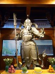 Buddhistischer Krieger- Statue aus Tempel