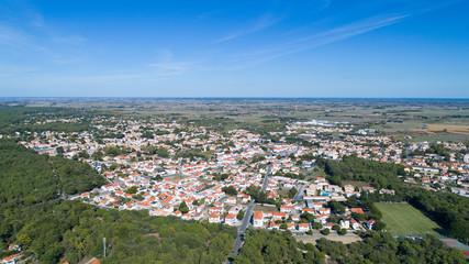 Vue aérienne du centre-ville de Notre-Dame-de-Monts en Vendée