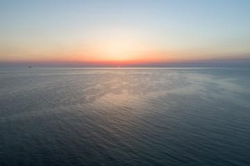 Vista aerea di una meravigliosa alba nel mare della Sardegna