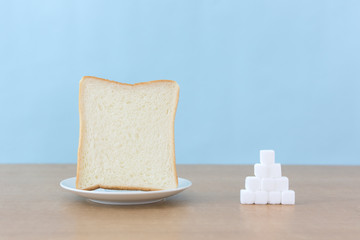 パンと角砂糖で糖質制限ダイエットのイメージ