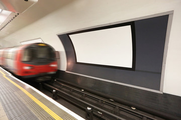 Fototapeta london metro railway platform obraz