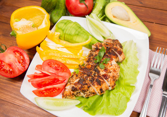 Chicken fillet with vegetable on the side (avocado, tomato, cucumber, bell pepper)