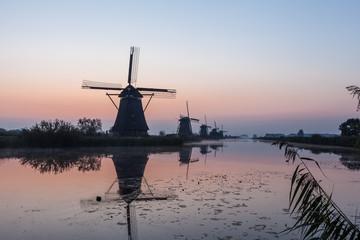 Spoed Fotobehang Molens Kinderdijk in holland