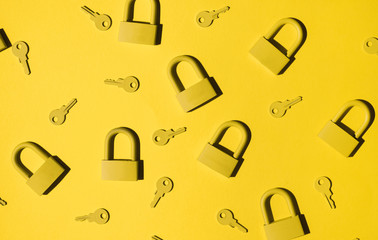Keys and locks. yellow/yellow