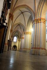 Leeres Kichenschiff im Bonner Münster
