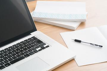 eラーニング、パソコン、ノート