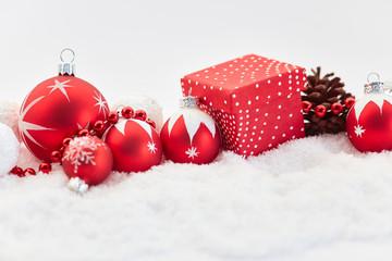 Rote Dekoration zu Weihnachten für Weihnachtskarte