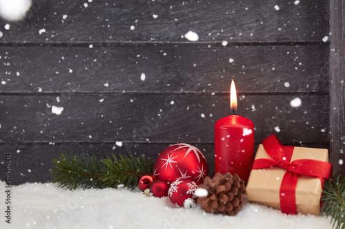 kerze und schnee als hintergrund zu weihnachten immagini. Black Bedroom Furniture Sets. Home Design Ideas