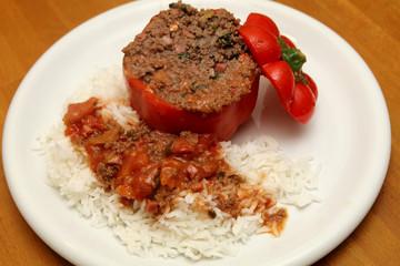Gefüllte Paprikaschote mit Hackfleisch und Reis