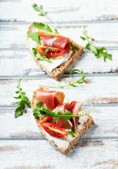 Sandwich with serrano ham, cream cheese and arugula