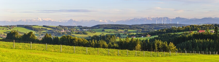 Wall Mural - Panorama am Allgäuer Alpenrand bei Obergünzburg mit Windkraftanlagen