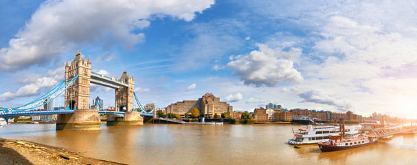 Wall Mural - Panoramic image of Tower Bridge in London on a bright sunny day