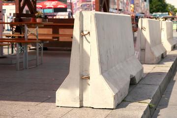 Betonsperren zur Terrorabwehr am Breitscheidplatz in Berlin
