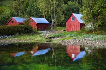 Bootshäuser am Fjord
