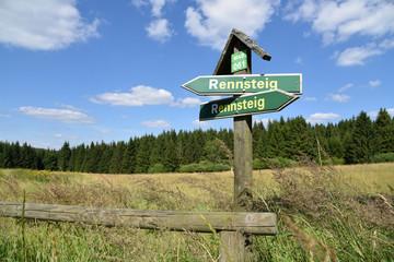 Rennsteig Schild im Thüringer Wald