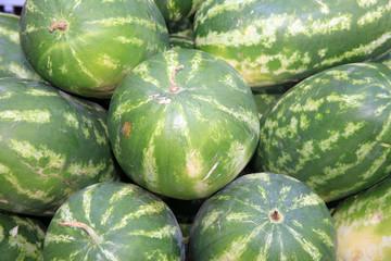 Frische Wassermelonen auf einem Markt in Catania. Italien