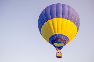 Foto op Aluminium Luchtsport Colorful of hot air balloon on blue sky background
