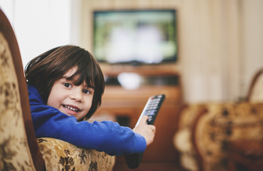 5 years old boy holding a tv remote control