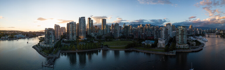 Aerial Panorama of Downtown City at False Creek, Vancouver, British Columbia, Canada. Taken during a bright sunset. Fototapete