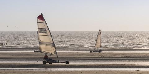 Chars-à-voile sur la plage de Quend-Plage
